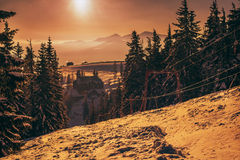 在喀尔巴阡山脉的冬天日出 库存照片