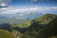 在喀尔巴阡山脉的土坎的概略的看法 库存图片
