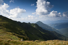 在喀尔巴阡山脉的山土坎 库存图片