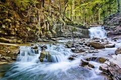 在喀尔巴阡山脉的瀑布 库存照片