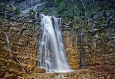 在喀尔巴阡山脉的瀑布 免版税库存图片