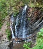 在喀尔巴阡山脉的瀑布 免版税库存照片