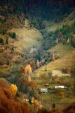 在喀尔巴阡山脉的金黄山坡的11月 图库摄影