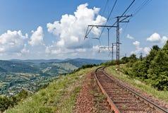 在喀尔巴阡山脉的铁路 免版税库存照片