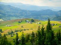在喀尔巴阡山脉的鸟瞰图-乌克兰-高分辨率 库存图片