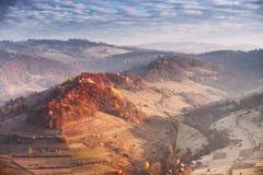 在喀尔巴阡山脉的11月晴朗的早晨 免版税库存照片