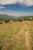 在喀尔巴阡山脉罗马尼亚的迁徙的路线 库存图片