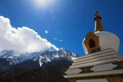 在喜马拉雅山山的佛教Stupa 库存图片