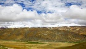在喜马拉雅山山风景北部倾斜  免版税库存图片