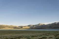 在喜马拉雅山湖的晚上 免版税库存图片
