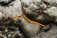 在喷发的火山扎尔巴奇克火山,堪察加,俄罗斯附近的溶岩 库存照片