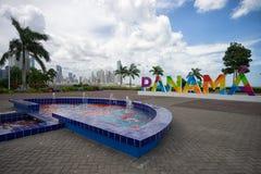 在喷泉后的巴拿马标志 免版税图库摄影