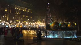 在喷泉正方形的欢乐夜 新年巴库 股票视频