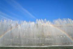 在喷泉的彩虹在莫斯科地区 免版税库存照片
