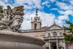 在喷泉的雕塑,老女修道院塔透视,外交部,必要正方形,埃什斯特拉-里斯本 库存图片