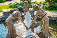 在喷泉的雕塑 免版税库存照片