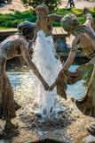 在喷泉的雕塑 免版税图库摄影