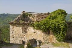 在嗡嗡声的议院废墟在Istria 免版税库存照片