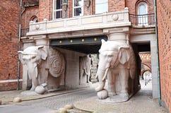 在嘉士伯啤酒厂的大象门在哥本哈根,丹麦 库存照片