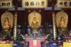 在嘉兴市Fuefei纪念品寺庙的3金黄菩萨雕塑 免版税库存照片