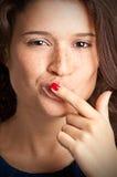 在嘴的手指 免版税库存图片