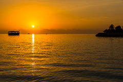 在四个季节手段马尔代夫的日落在Kuda Huraa 免版税库存图片