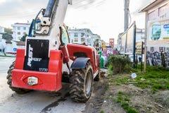 在四德街-土耳其停放的重型建筑车 库存照片