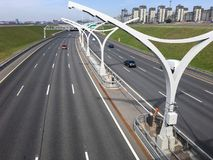 在四条线都市高速公路的顶视图西部高速直径WHSD高速公路 大教堂圆屋顶isaac ・彼得斯堡俄国s圣徒st 库存照片