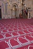 在回教伊斯兰清真寺宗教信仰场面里&# 免版税库存照片