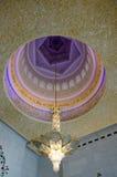 在回教族长扎耶德Grand Mosque的枝形吊灯 库存图片