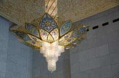 在回教族长扎耶德Grand Mosque的枝形吊灯 免版税库存图片