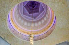 在回教族长扎耶德Grand Mosque的枝形吊灯 免版税库存照片