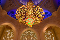 在回教族长扎耶德Mosque的枝形吊灯 库存图片