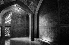 在回教族长Naqhsh-e Jahan广场的Lotfollah Mosque里面的内部神奇通道在伊斯法罕,伊朗 库存照片