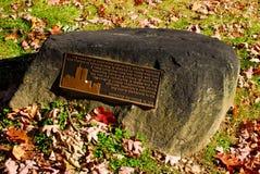 在困凹陷, NY的双塔纪念石头 图库摄影