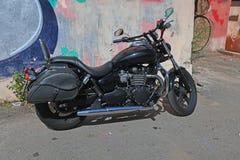 在围场停放的摩托车 免版税库存图片