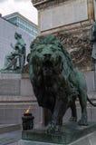 在国会专栏布鲁塞尔的狮子雕象 库存图片