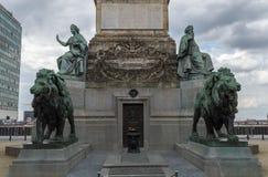 在国会专栏布鲁塞尔的雕象 免版税库存图片