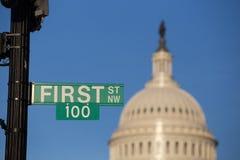 在国会大厦的前一百个标志 免版税图库摄影