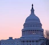 在国会大厦dc圆顶日出之后 库存图片