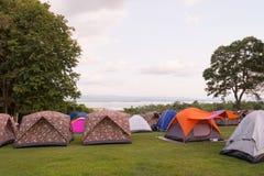 在国家公园的旅游野营的帐篷 免版税图库摄影