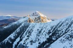 在国家公园Mala Fatra山的高峰Rozsutec,斯洛伐克 免版税库存图片
