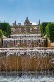在国家博物馆前面的喷泉在巴塞罗那,西班牙 免版税库存图片