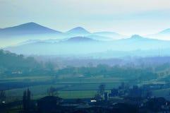 在国家的冬天雾 免版税库存图片
