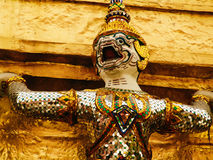 在国王宫殿,曼谷,泰国墙壁上的监护人神  图库摄影
