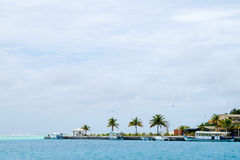 在国际机场附近的码头 免版税库存照片