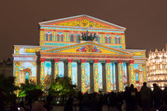 在国际节日圈子期间的莫斯科大剧院  库存图片