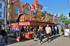 在国际街市上的英国乳脂软糖 免版税库存照片
