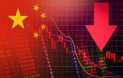 在图中国的秋天旗子的下中国市场股票危机红色价格箭头 库存图片