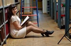 在图书馆里 免版税库存图片
